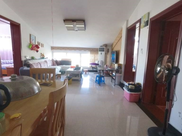 9小旁锦绣横江,使用面积100平左右,拎包入住,送8平车棚一间,业主外地置业出售
