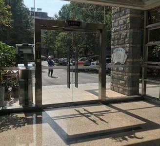 东方丽景,电梯大平层160平方,五室二厅二卫,前后两个大阳台,百鸟亭六中学区