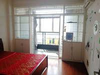 名人大厦,精装2室1厅,家具齐全,生活方便,1100元/月,包物业费!