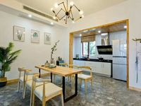 出租 桃花岛别墅 精装修,保养非常好,小区环境优美,月租金12500元