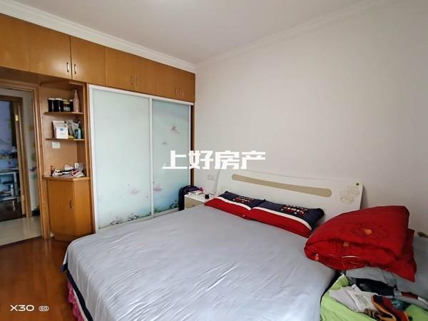 江南新城香樟雅苑电梯钻石楼层,精装3房诚心出租,租2房1600,江景好楼层