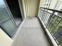 六中 御泉湾 电梯中间楼层 纯毛坯三室两卫 南北通透 前排视野开阔 阳光充足