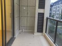 多层带电梯好楼层精装修四房两厅一天未住超大阳台看房方便