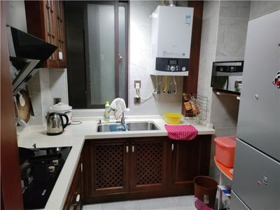 绿地滨江壹号豪装大两房 家具家电齐全 拎包入住 满两年 前排全日采光无遮挡随时看
