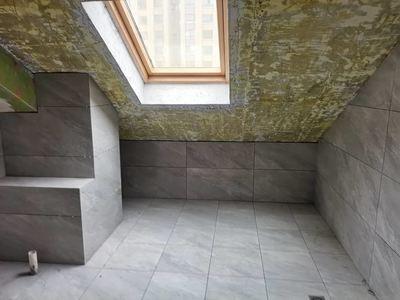 栢悦华庭稀缺复式楼只此一套 硬装到位 使用面积约246平 赠送露台 满两年有钥匙