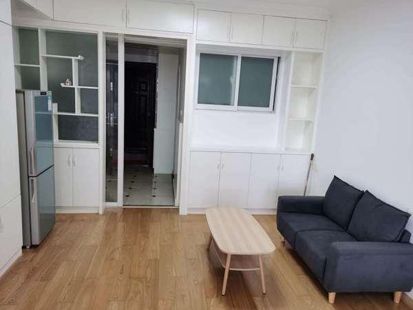 出租;东方丽景精装公寓,有客厅,电梯好楼层,家具家电全。拎包入住即可