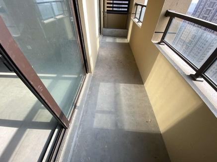 绿地94平米大两房,赠送面积多,中上的楼层,视野采光都很好,送车位,业主诚心出售
