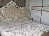 御泉湾四期 电样中层 豪华装修三室二厅 拎包入住