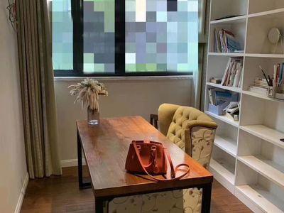景徽国际,豪华装修三房 书房 衣帽间,产证147平方,满二年,拎包入住