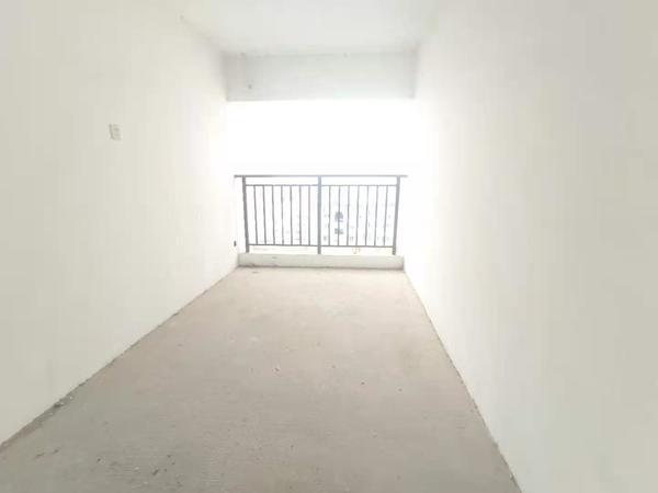 155万购阳湖岸上蓝山毛坯大四房 可任意装修 还赠送车位一个 满两年 看房有钥匙