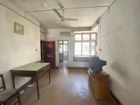 市医院宿舍 南北通小三居 带杂物间一个 朝南无遮挡 日照时间长 满2年