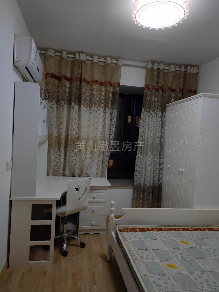 江南新城精装两房出租,家具家电齐全,拎包入住,生活方便,黄山元一大观御泉湾附近