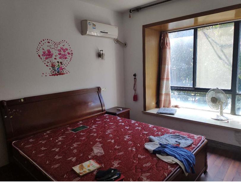 江南新城东区中等装潢三室两厅房屋出租
