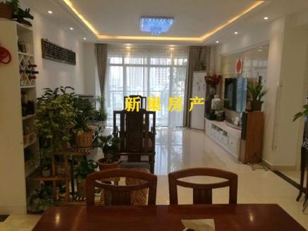 御泉湾 小区一流位置,电梯平层,好楼层,四室二厅二卫,豪华装修,带2个储藏间