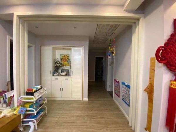 玉屏齐云府精装修四房两厅两卫南北通透户型,央企楼盘物业非常不错