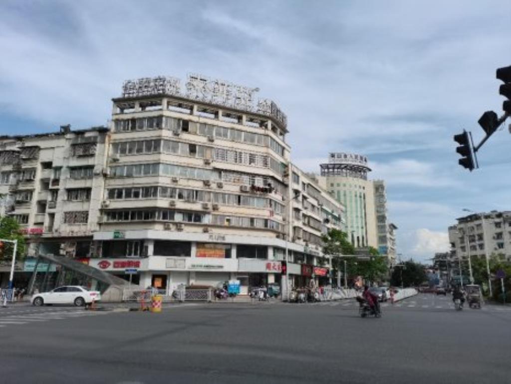 市中心,离百大只有一步之遥,拎包入住,家私电齐
