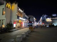 屯溪老街临街商铺 老街口隔壁 实际使用面积60多平 黄金位置店铺 可以经营民宿!