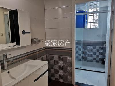 绿地滨江壹号,校园人家精装大三房,五中学区,周边配套设施齐全,生活便利,有钥匙