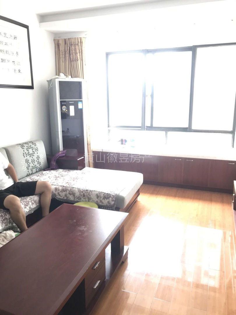 江南新城 香樟雅苑电梯中层 精装修三房 家具家电齐全 带大阳台 电瓶车充电方便