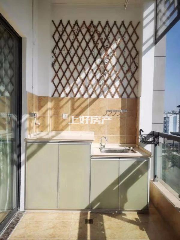 黎阳四中旁 中铁滨江名邸 精装电梯3房 家具家电齐全 拎包入住 看房方便