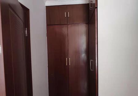 世贸绿洲多层2楼三室三厅精装潢有125平米大露台房屋出售