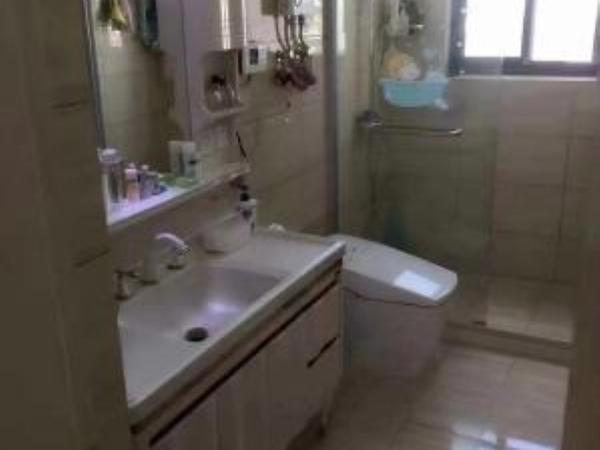 阳光绿水精装修大两房,家私电齐全,拎包入住,离百大仅需500米