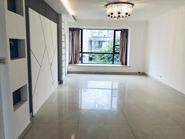 急售东方丽景多层黄金楼层130m² 3房2厅2卫 158万 南北通透 带露台
