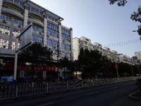 出租黄山东路市中医院对面临街旺铺100平米2000元/月商铺