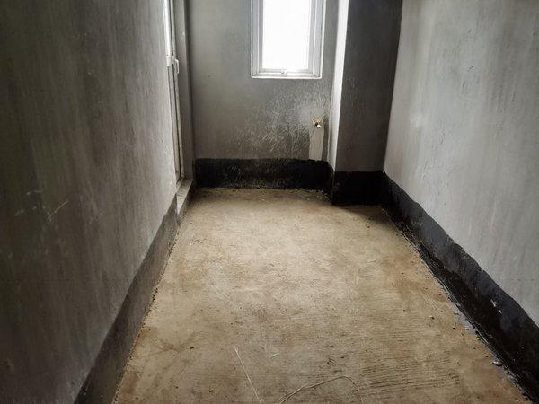 出售 依云红郡带院子 3室2厅1卫87平米85万住宅