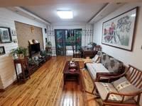 栢景雅居一期精装修两房,装修保养的很好,户型方正带大阳台,满五年。