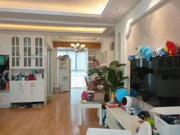 出售长宏 御泉湾精装修电梯房3室2厅1卫104平米145万住宅