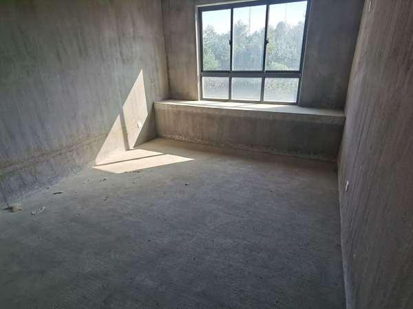 御泉湾 架空一楼带大院子 南北通透大三室 户型好 采光足 随时看房