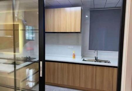 永佳福邸市中心位置,精装修电梯两房,满2年