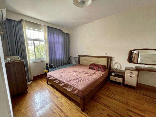 出售新安花园5室2厅3卫159平米260万住宅