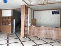 上海花园四开间门面房、精装修一至二层,二楼有7个房间,适合美容店、休闲娱乐
